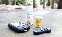 blood sugar monitor with insulin medication